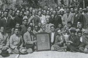 اعضای فرقهء دموکرات باتصویراستالین